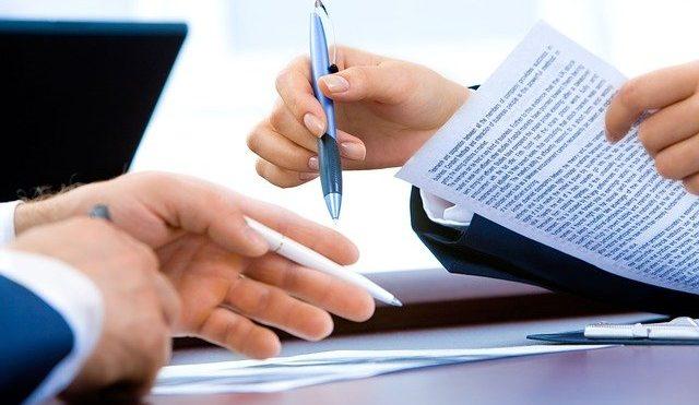 Tipos de contratos: en qué se diferencian y cuáles son sus características